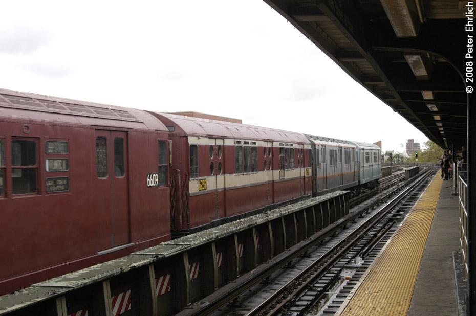 (166k, 930x618)<br><b>Country:</b> United States<br><b>City:</b> New York<br><b>System:</b> New York City Transit<br><b>Line:</b> IRT Flushing Line<br><b>Location:</b> 46th Street/Bliss Street <br><b>Route:</b> Museum Train Service (7)<br><b>Car:</b> R-15 (American Car & Foundry, 1950) 6239 <br><b>Photo by:</b> Peter Ehrlich<br><b>Date:</b> 9/28/2008<br><b>Notes:</b> 46 St-Bliss Street outbound.<br><b>Viewed (this week/total):</b> 2 / 1390