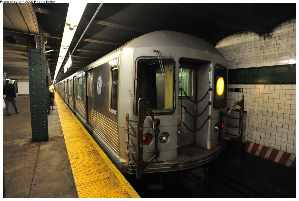 (251k, 1044x702)<br><b>Country:</b> United States<br><b>City:</b> New York<br><b>System:</b> New York City Transit<br><b>Line:</b> IND 6th Avenue Line<br><b>Location:</b> West 4th Street/Washington Square <br><b>Route:</b> V<br><b>Car:</b> R-42 (St. Louis, 1969-1970)  4562 <br><b>Photo by:</b> Robert Taylor<br><b>Date:</b> 8/13/2009<br><b>Viewed (this week/total):</b> 0 / 1128