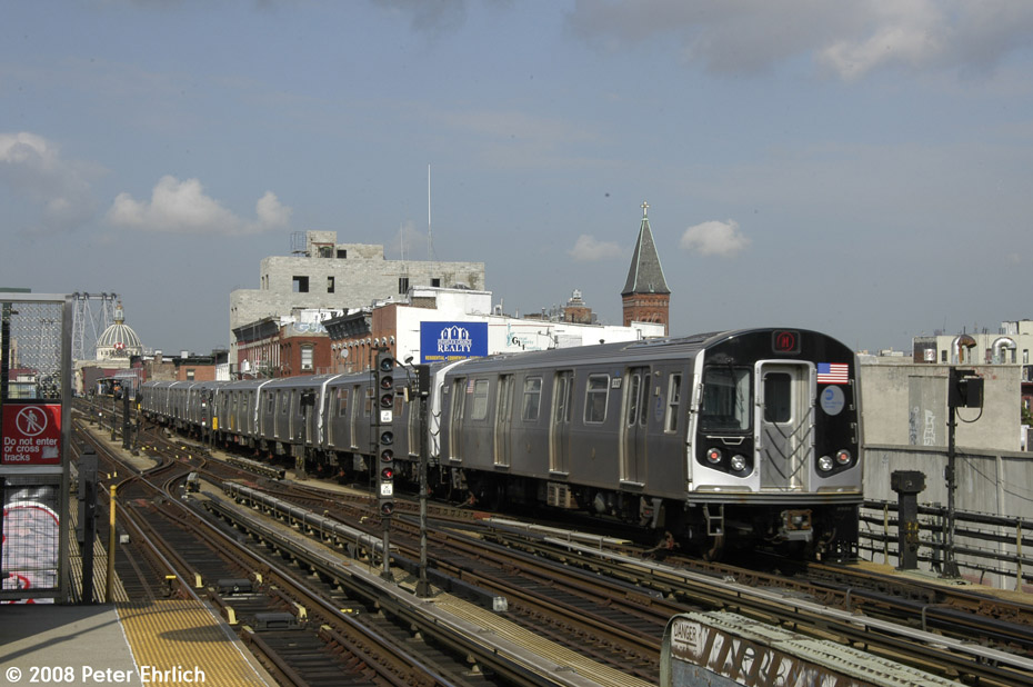 (189k, 930x618)<br><b>Country:</b> United States<br><b>City:</b> New York<br><b>System:</b> New York City Transit<br><b>Line:</b> BMT Nassau Street/Jamaica Line<br><b>Location:</b> Hewes Street <br><b>Route:</b> M<br><b>Car:</b> R-160A-1 (Alstom, 2005-2008, 4 car sets)  8337 <br><b>Photo by:</b> Peter Ehrlich<br><b>Date:</b> 9/30/2008<br><b>Notes:</b> Inbound train.<br><b>Viewed (this week/total):</b> 0 / 1578