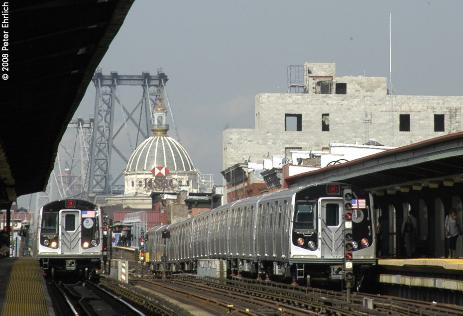 (194k, 930x635)<br><b>Country:</b> United States<br><b>City:</b> New York<br><b>System:</b> New York City Transit<br><b>Line:</b> BMT Nassau Street/Jamaica Line<br><b>Location:</b> Hewes Street <br><b>Route:</b> M<br><b>Car:</b> R-160A-1 (Alstom, 2005-2008, 4 car sets)  8365 <br><b>Photo by:</b> Peter Ehrlich<br><b>Date:</b> 9/30/2008<br><b>Notes:</b> Approaching Hewes St. outbound.  With 8625 inbound.<br><b>Viewed (this week/total):</b> 0 / 1330