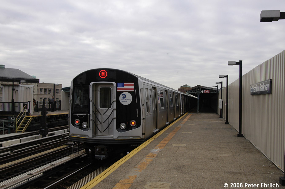 (162k, 930x618)<br><b>Country:</b> United States<br><b>City:</b> New York<br><b>System:</b> New York City Transit<br><b>Line:</b> BMT West End Line<br><b>Location:</b> Fort Hamilton Parkway <br><b>Route:</b> M<br><b>Car:</b> R-160A-1 (Alstom, 2005-2008, 4 car sets)  8417 <br><b>Photo by:</b> Peter Ehrlich<br><b>Date:</b> 9/30/2008<br><b>Notes:</b> Outbound train.<br><b>Viewed (this week/total):</b> 2 / 1416