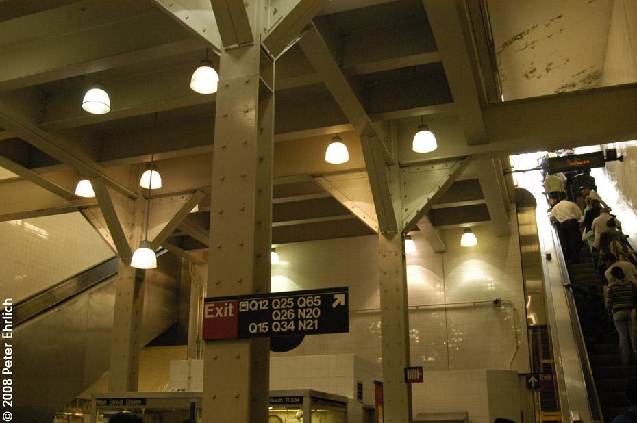 (190k, 930x618)<br><b>Country:</b> United States<br><b>City:</b> New York<br><b>System:</b> New York City Transit<br><b>Line:</b> IRT Flushing Line<br><b>Location:</b> Main Street/Flushing <br><b>Photo by:</b> Peter Ehrlich<br><b>Date:</b> 9/28/2008<br><b>Notes:</b> Main Street Flushing Station east concourse.<br><b>Viewed (this week/total):</b> 1 / 2283