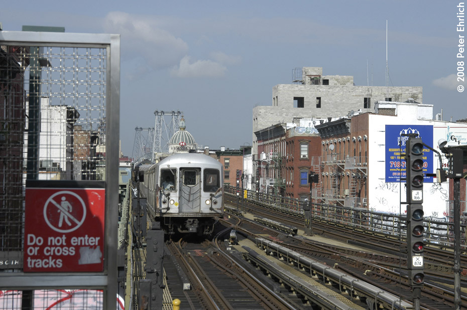 (217k, 930x618)<br><b>Country:</b> United States<br><b>City:</b> New York<br><b>System:</b> New York City Transit<br><b>Line:</b> BMT Nassau Street/Jamaica Line<br><b>Location:</b> Hewes Street <br><b>Route:</b> J<br><b>Car:</b> R-42 (St. Louis, 1969-1970)   <br><b>Photo by:</b> Peter Ehrlich<br><b>Date:</b> 9/30/2008<br><b>Notes:</b> Outbound train.<br><b>Viewed (this week/total):</b> 4 / 1273