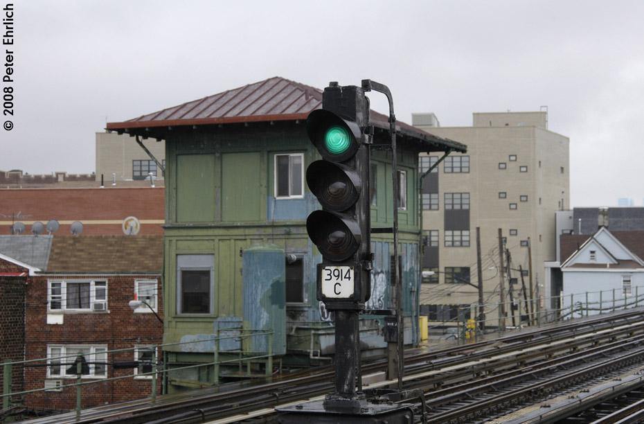 (176k, 930x612)<br><b>Country:</b> United States<br><b>City:</b> New York<br><b>System:</b> New York City Transit<br><b>Line:</b> IRT Flushing Line<br><b>Location:</b> 103rd Street/Corona Plaza <br><b>Photo by:</b> Peter Ehrlich<br><b>Date:</b> 9/28/2008<br><b>Notes:</b> Signal and tower west of 103 St-Corona Plaza.<br><b>Viewed (this week/total):</b> 1 / 1302