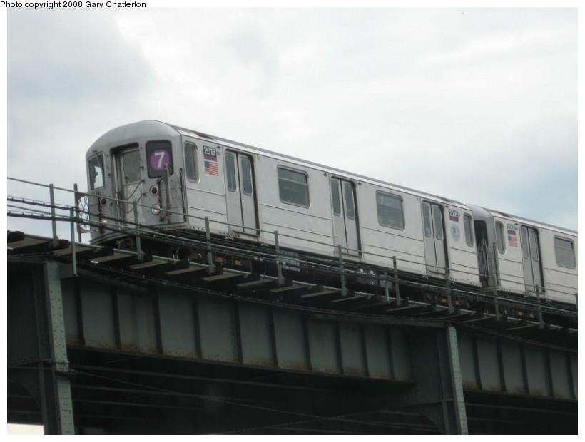 (83k, 820x620)<br><b>Country:</b> United States<br><b>City:</b> New York<br><b>System:</b> New York City Transit<br><b>Line:</b> IRT Flushing Line<br><b>Location:</b> 52nd Street/Lincoln Avenue <br><b>Route:</b> 7<br><b>Car:</b> R-62A (Bombardier, 1984-1987)  2015 <br><b>Photo by:</b> Gary Chatterton<br><b>Date:</b> 10/3/2008<br><b>Viewed (this week/total):</b> 1 / 1347