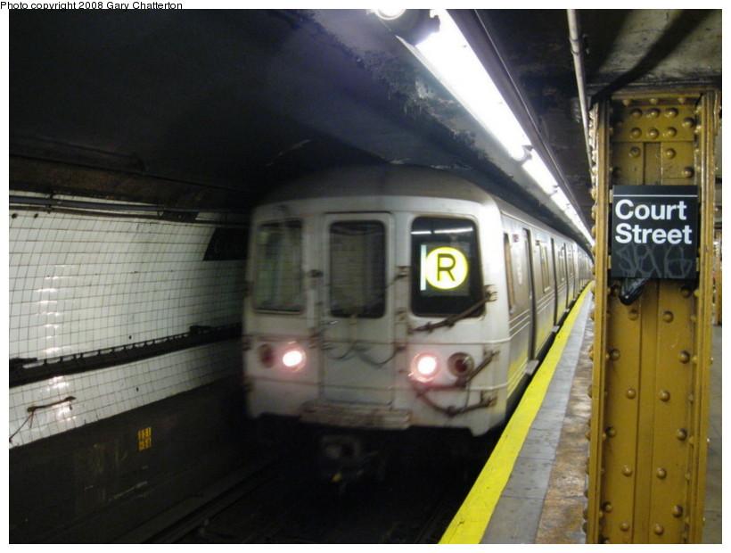 (122k, 820x620)<br><b>Country:</b> United States<br><b>City:</b> New York<br><b>System:</b> New York City Transit<br><b>Line:</b> BMT Broadway Line<br><b>Location:</b> Court Street <br><b>Route:</b> R<br><b>Car:</b> R-46 (Pullman-Standard, 1974-75) 6110 <br><b>Photo by:</b> Gary Chatterton<br><b>Date:</b> 10/5/2008<br><b>Viewed (this week/total):</b> 4 / 2342