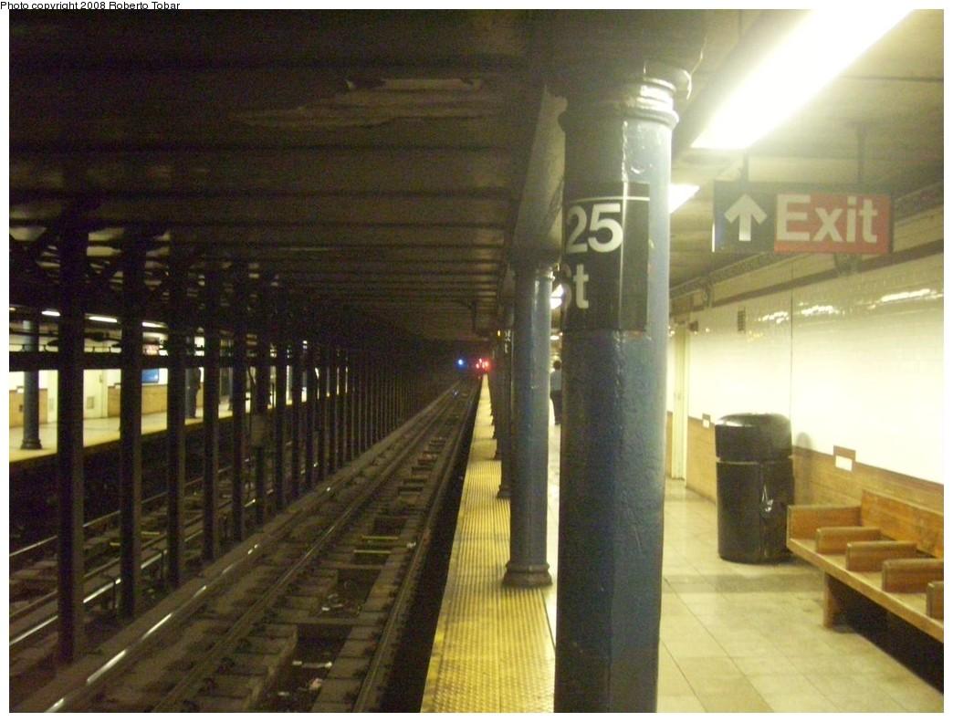(198k, 1044x791)<br><b>Country:</b> United States<br><b>City:</b> New York<br><b>System:</b> New York City Transit<br><b>Line:</b> IRT Lenox Line<br><b>Location:</b> 125th Street <br><b>Photo by:</b> Roberto C. Tobar<br><b>Date:</b> 10/10/2008<br><b>Viewed (this week/total):</b> 2 / 1974