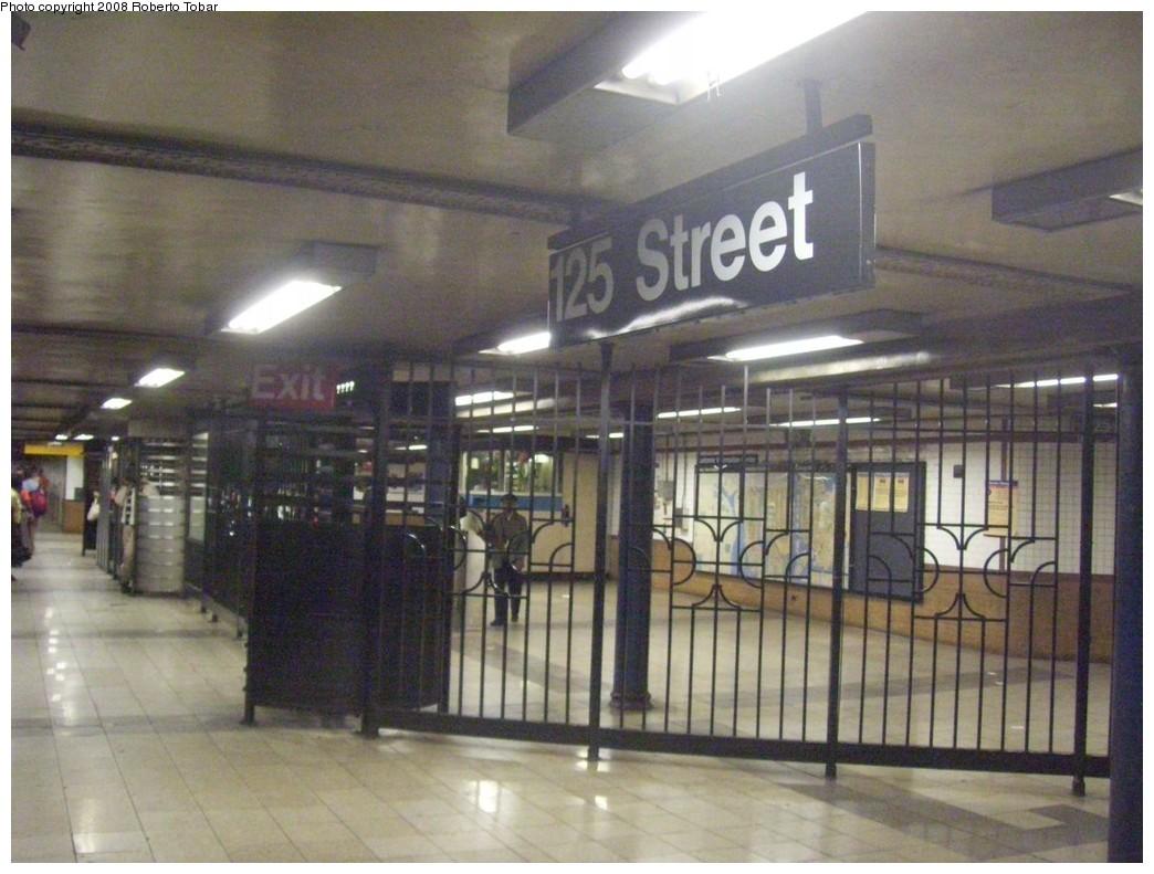(201k, 1044x791)<br><b>Country:</b> United States<br><b>City:</b> New York<br><b>System:</b> New York City Transit<br><b>Line:</b> IRT Lenox Line<br><b>Location:</b> 125th Street <br><b>Photo by:</b> Roberto C. Tobar<br><b>Date:</b> 10/10/2008<br><b>Viewed (this week/total):</b> 0 / 1765