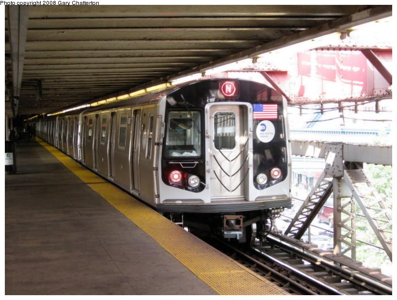 (145k, 820x620)<br><b>Country:</b> United States<br><b>City:</b> New York<br><b>System:</b> New York City Transit<br><b>Line:</b> BMT Astoria Line<br><b>Location:</b> Queensborough Plaza <br><b>Route:</b> N<br><b>Car:</b> R-160B (Kawasaki, 2005-2008)  8887 <br><b>Photo by:</b> Gary Chatterton<br><b>Date:</b> 10/9/2008<br><b>Viewed (this week/total):</b> 1 / 1845
