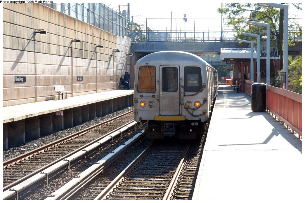 (230k, 1044x696)<br><b>Country:</b> United States<br><b>City:</b> New York<br><b>System:</b> New York City Transit<br><b>Line:</b> SIRT<br><b>Location:</b> New Dorp <br><b>Car:</b> R-44 SIRT (St. Louis, 1971-1973)  <br><b>Photo by:</b> Richard Panse<br><b>Date:</b> 10/12/2008<br><b>Viewed (this week/total):</b> 0 / 2458