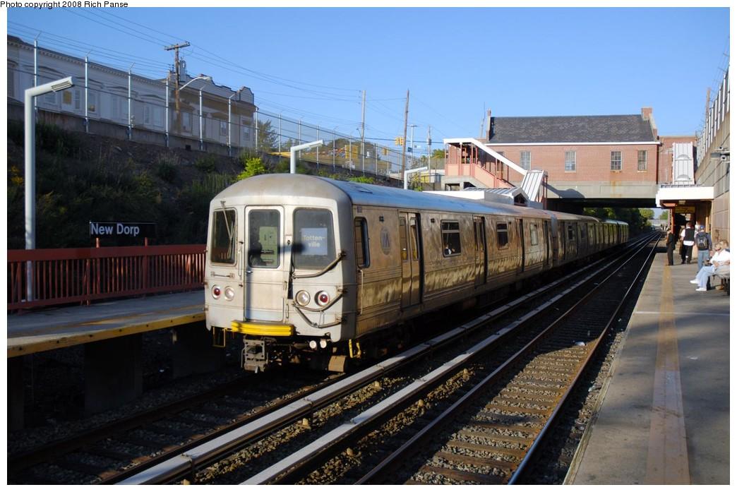 (190k, 1044x697)<br><b>Country:</b> United States<br><b>City:</b> New York<br><b>System:</b> New York City Transit<br><b>Line:</b> SIRT<br><b>Location:</b> New Dorp <br><b>Car:</b> R-44 SIRT (St. Louis, 1971-1973)  <br><b>Photo by:</b> Richard Panse<br><b>Date:</b> 10/12/2008<br><b>Viewed (this week/total):</b> 0 / 1794
