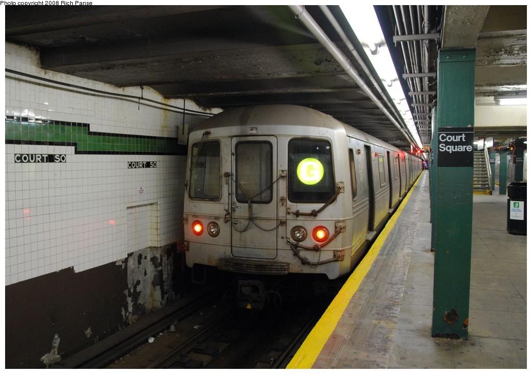 (172k, 1044x733)<br><b>Country:</b> United States<br><b>City:</b> New York<br><b>System:</b> New York City Transit<br><b>Line:</b> IND Crosstown Line<br><b>Location:</b> Court Square <br><b>Route:</b> G<br><b>Car:</b> R-46 (Pullman-Standard, 1974-75)  <br><b>Photo by:</b> Richard Panse<br><b>Date:</b> 9/24/2008<br><b>Viewed (this week/total):</b> 0 / 1673