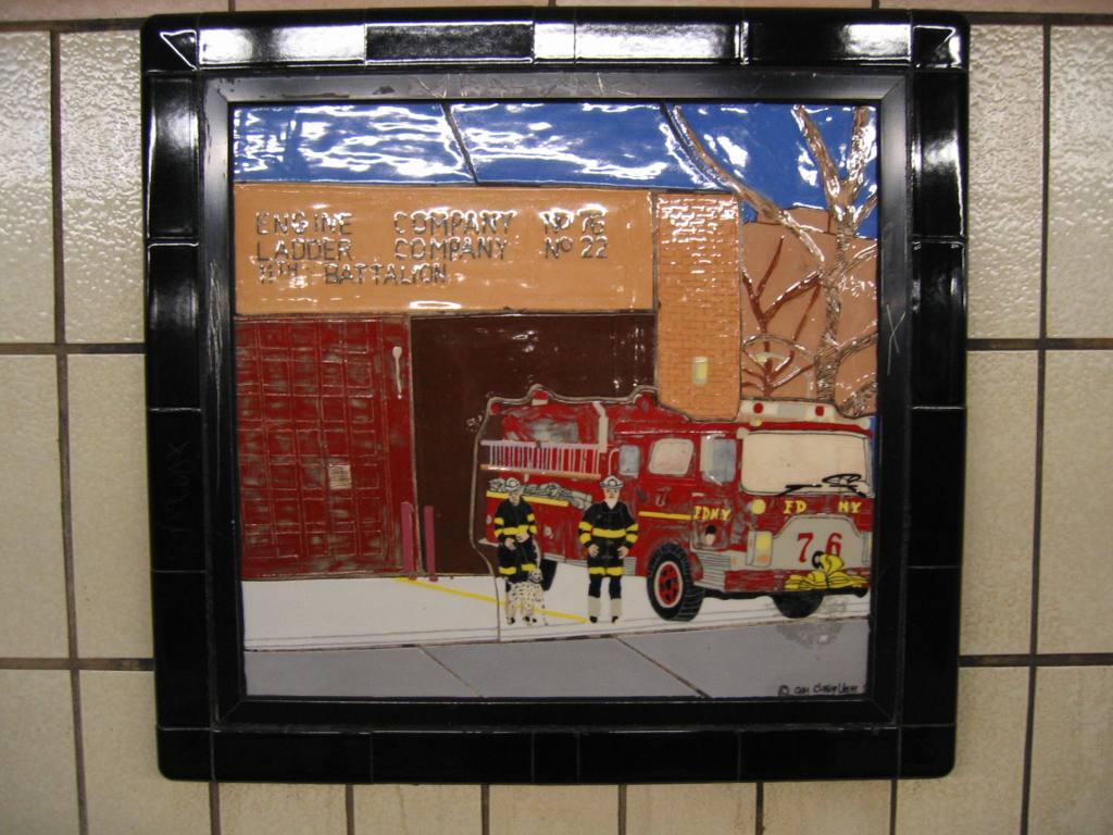 (115k, 1024x768)<br><b>Country:</b> United States<br><b>City:</b> New York<br><b>System:</b> New York City Transit<br><b>Line:</b> IRT West Side Line<br><b>Location:</b> 86th Street <br><b>Photo by:</b> Robbie Rosenfeld<br><b>Date:</b> 4/11/2005<br><b>Artwork:</b> <i>Westside Views</i>, Nitza Tufino (1989).<br><b>Viewed (this week/total):</b> 1 / 1146