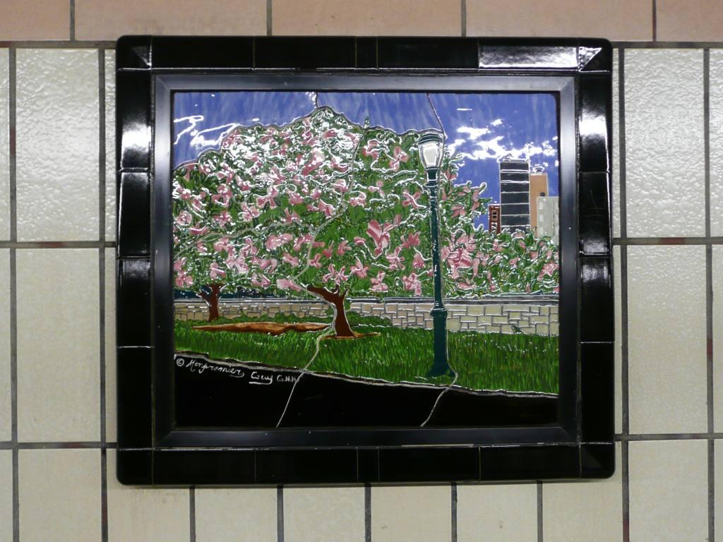 (126k, 1024x768)<br><b>Country:</b> United States<br><b>City:</b> New York<br><b>System:</b> New York City Transit<br><b>Line:</b> IRT West Side Line<br><b>Location:</b> 86th Street <br><b>Photo by:</b> Robbie Rosenfeld<br><b>Date:</b> 10/23/2008<br><b>Artwork:</b> <i>Westside Views</i>, Nitza Tufino (1989).<br><b>Viewed (this week/total):</b> 4 / 1315