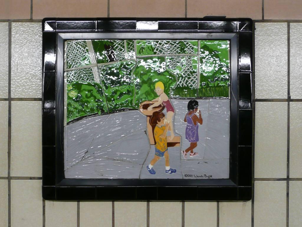 (122k, 1024x768)<br><b>Country:</b> United States<br><b>City:</b> New York<br><b>System:</b> New York City Transit<br><b>Line:</b> IRT West Side Line<br><b>Location:</b> 86th Street <br><b>Photo by:</b> Robbie Rosenfeld<br><b>Date:</b> 10/23/2008<br><b>Artwork:</b> <i>Westside Views</i>, Nitza Tufino (1989).<br><b>Viewed (this week/total):</b> 3 / 1154