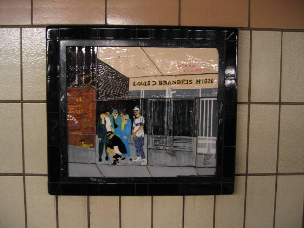 (95k, 1024x768)<br><b>Country:</b> United States<br><b>City:</b> New York<br><b>System:</b> New York City Transit<br><b>Line:</b> IRT West Side Line<br><b>Location:</b> 86th Street <br><b>Photo by:</b> Robbie Rosenfeld<br><b>Date:</b> 4/11/2005<br><b>Artwork:</b> <i>Westside Views</i>, Nitza Tufino (1989).<br><b>Viewed (this week/total):</b> 2 / 1070
