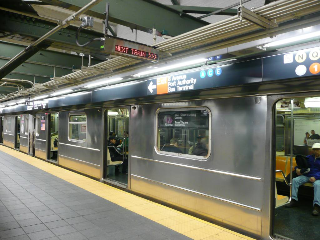 (133k, 1024x768)<br><b>Country:</b> United States<br><b>City:</b> New York<br><b>System:</b> New York City Transit<br><b>Line:</b> IRT Flushing Line<br><b>Location:</b> Times Square <br><b>Photo by:</b> Robbie Rosenfeld<br><b>Date:</b> 10/23/2008<br><b>Notes:</b> Next train indicator.<br><b>Viewed (this week/total):</b> 0 / 2025