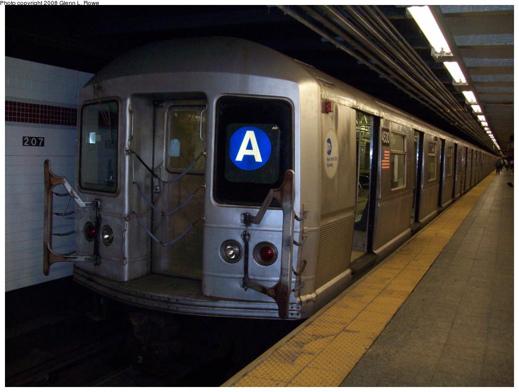 (184k, 1044x788)<br><b>Country:</b> United States<br><b>City:</b> New York<br><b>System:</b> New York City Transit<br><b>Line:</b> IND 8th Avenue Line<br><b>Location:</b> 207th Street <br><b>Route:</b> A<br><b>Car:</b> R-40M (St. Louis, 1969)  4530 <br><b>Photo by:</b> Glenn L. Rowe<br><b>Date:</b> 11/4/2008<br><b>Viewed (this week/total):</b> 3 / 1301