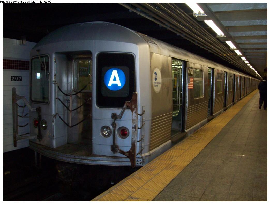 (186k, 1044x788)<br><b>Country:</b> United States<br><b>City:</b> New York<br><b>System:</b> New York City Transit<br><b>Line:</b> IND 8th Avenue Line<br><b>Location:</b> 207th Street <br><b>Route:</b> A<br><b>Car:</b> R-42 (St. Louis, 1969-1970)  4768 <br><b>Photo by:</b> Glenn L. Rowe<br><b>Date:</b> 11/7/2008<br><b>Viewed (this week/total):</b> 0 / 1231