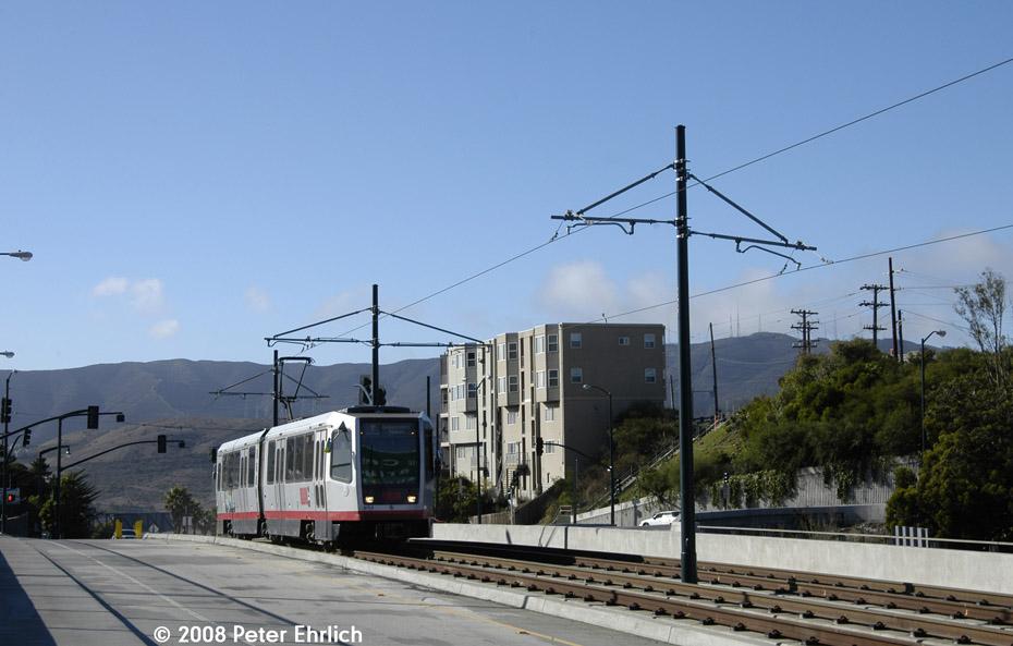 (162k, 930x593)<br><b>Country:</b> United States<br><b>City:</b> San Francisco/Bay Area, CA<br><b>System:</b> SF MUNI<br><b>Line:</b> MUNI 3rd Street Light Rail<br><b>Location:</b> Crossing Bayshore Blvd./Freeway <br><b>Car:</b> SF MUNI Breda LRV 1476 <br><b>Photo by:</b> Peter Ehrlich<br><b>Date:</b> 11/9/2008<br><b>Notes:</b> Bayshore/US 101 Freeway, outbound.<br><b>Viewed (this week/total):</b> 0 / 439