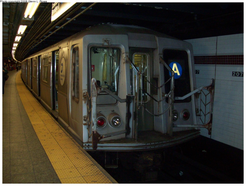 (186k, 1044x788)<br><b>Country:</b> United States<br><b>City:</b> New York<br><b>System:</b> New York City Transit<br><b>Line:</b> IND 8th Avenue Line<br><b>Location:</b> 207th Street <br><b>Route:</b> A<br><b>Car:</b> R-40 (St. Louis, 1968)  4403 <br><b>Photo by:</b> Glenn L. Rowe<br><b>Date:</b> 11/11/2008<br><b>Viewed (this week/total):</b> 1 / 1083