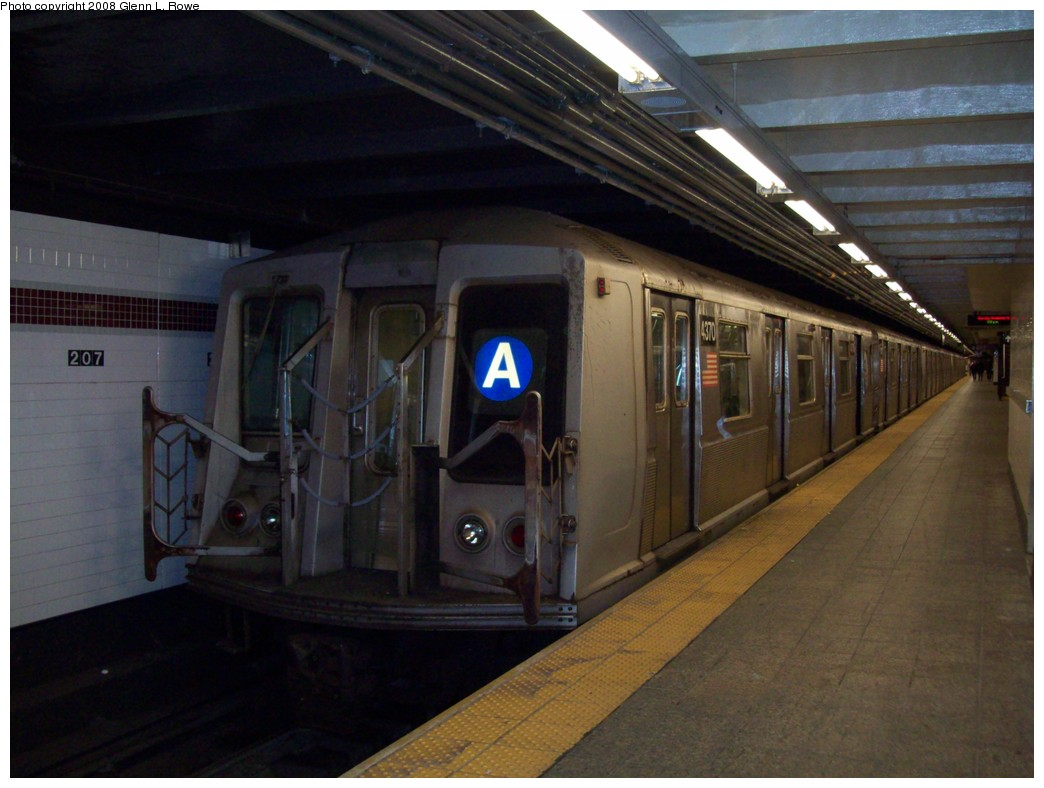 (183k, 1044x788)<br><b>Country:</b> United States<br><b>City:</b> New York<br><b>System:</b> New York City Transit<br><b>Line:</b> IND 8th Avenue Line<br><b>Location:</b> 207th Street <br><b>Route:</b> A<br><b>Car:</b> R-40 (St. Louis, 1968)  4370 <br><b>Photo by:</b> Glenn L. Rowe<br><b>Date:</b> 11/11/2008<br><b>Viewed (this week/total):</b> 0 / 1168