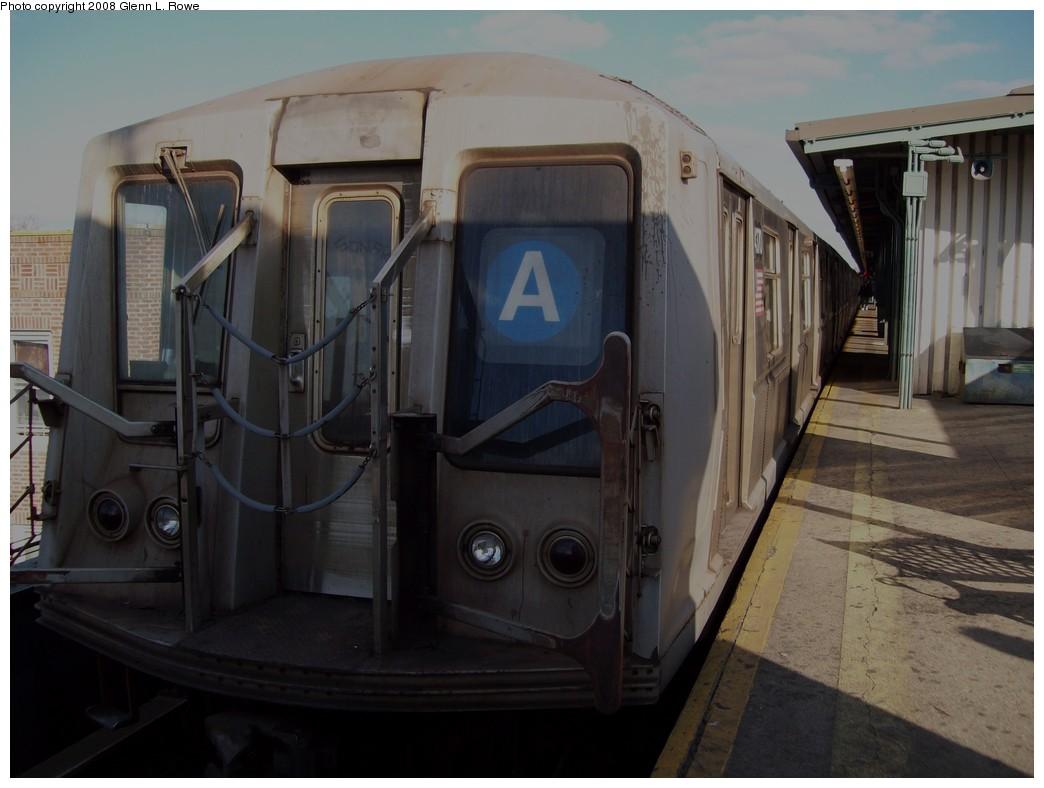 (166k, 1044x788)<br><b>Country:</b> United States<br><b>City:</b> New York<br><b>System:</b> New York City Transit<br><b>Line:</b> IND Fulton Street Line<br><b>Location:</b> Lefferts Boulevard <br><b>Route:</b> A<br><b>Car:</b> R-40 (St. Louis, 1968)  4370 <br><b>Photo by:</b> Glenn L. Rowe<br><b>Date:</b> 11/11/2008<br><b>Viewed (this week/total):</b> 1 / 1329