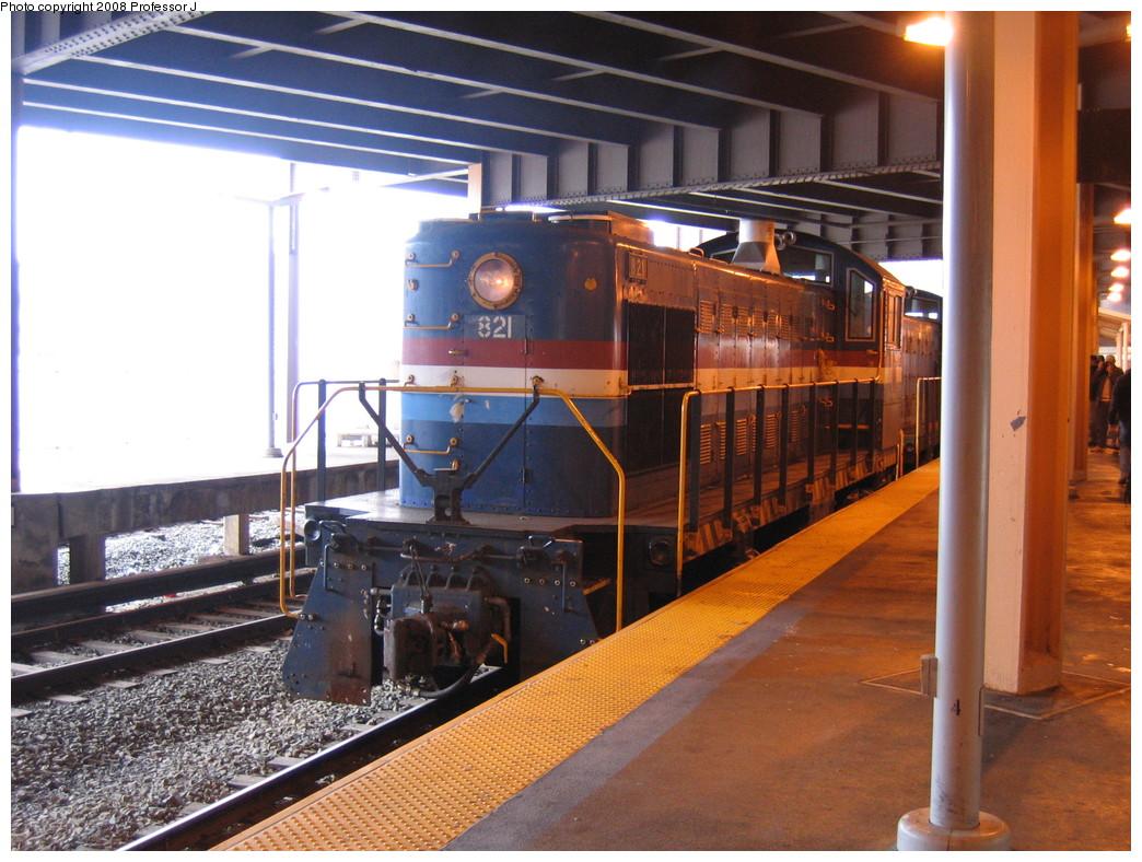 (248k, 1044x788)<br><b>Country:</b> United States<br><b>City:</b> New York<br><b>System:</b> New York City Transit<br><b>Line:</b> SIRT<br><b>Location:</b> St. George <br><b>Route:</b> Fan Trip<br><b>Car:</b> SIRT Alco S-2 821 <br><b>Photo by:</b> Professor J<br><b>Date:</b> 10/25/2008<br><b>Viewed (this week/total):</b> 0 / 2144