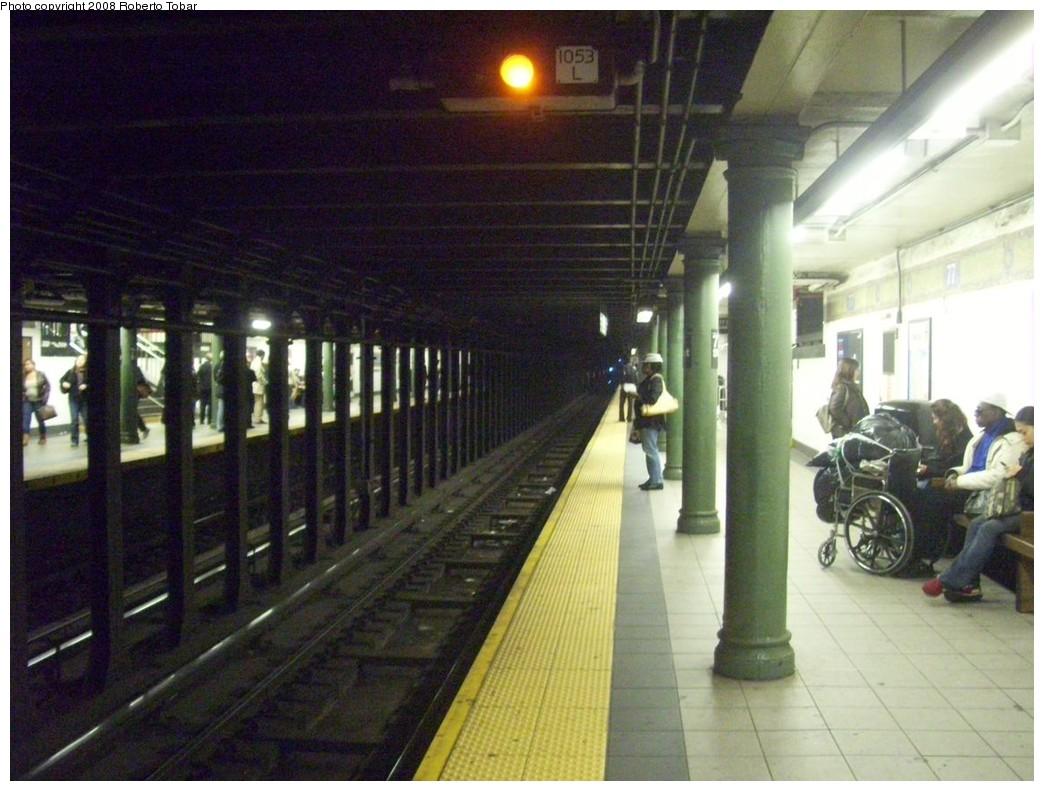 (208k, 1044x791)<br><b>Country:</b> United States<br><b>City:</b> New York<br><b>System:</b> New York City Transit<br><b>Line:</b> IRT East Side Line<br><b>Location:</b> 77th Street <br><b>Photo by:</b> Roberto C. Tobar<br><b>Date:</b> 11/7/2008<br><b>Viewed (this week/total):</b> 5 / 2256