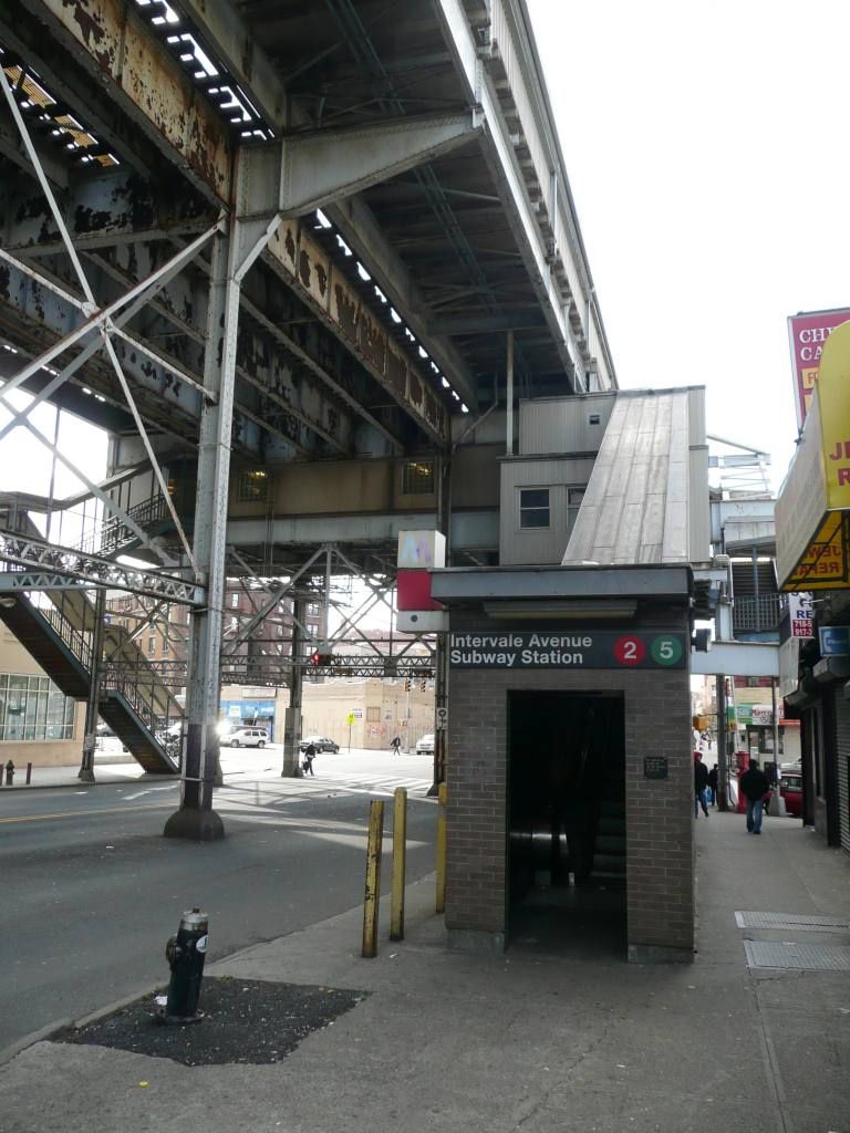 (122k, 768x1024)<br><b>Country:</b> United States<br><b>City:</b> New York<br><b>System:</b> New York City Transit<br><b>Line:</b> IRT White Plains Road Line<br><b>Location:</b> Intervale Avenue <br><b>Photo by:</b> Robbie Rosenfeld<br><b>Date:</b> 11/10/2008<br><b>Notes:</b> Escalator from street.<br><b>Viewed (this week/total):</b> 1 / 2802