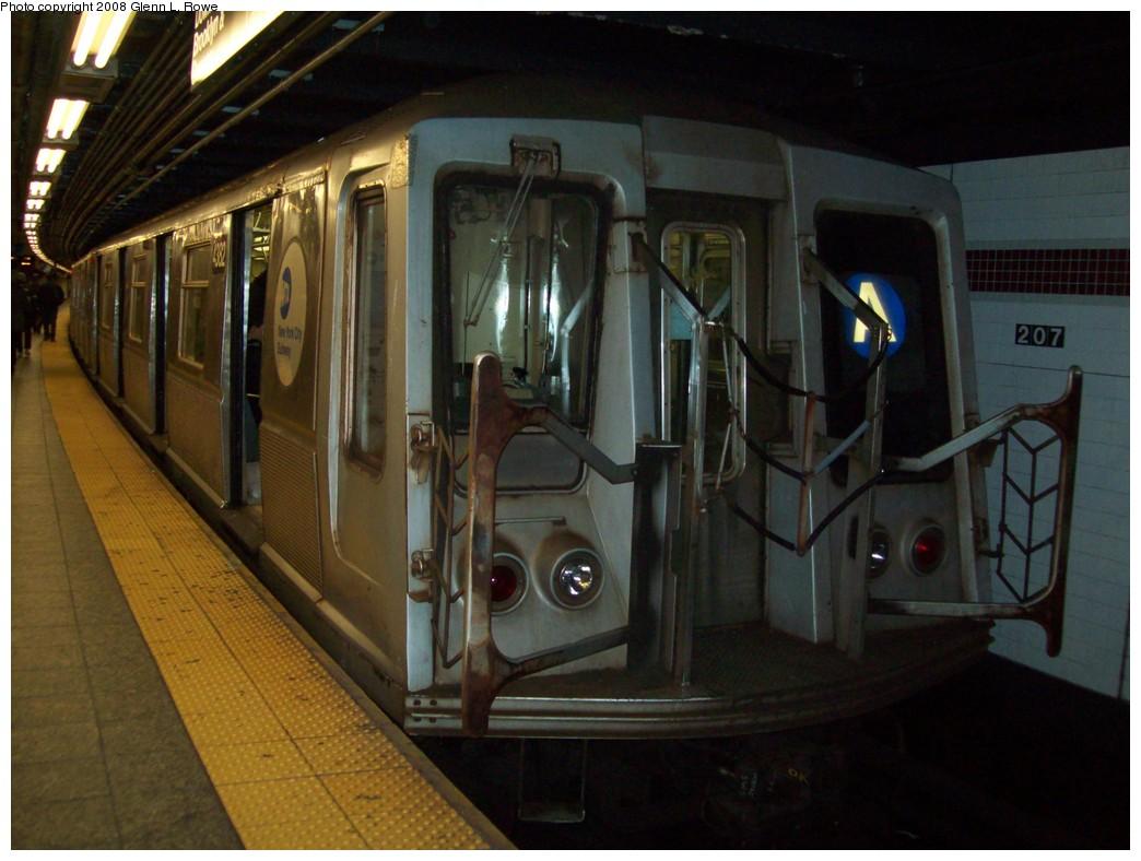 (190k, 1044x788)<br><b>Country:</b> United States<br><b>City:</b> New York<br><b>System:</b> New York City Transit<br><b>Line:</b> IND 8th Avenue Line<br><b>Location:</b> 207th Street <br><b>Route:</b> A<br><b>Car:</b> R-40 (St. Louis, 1968)  4382 <br><b>Photo by:</b> Glenn L. Rowe<br><b>Date:</b> 11/13/2008<br><b>Viewed (this week/total):</b> 0 / 1086