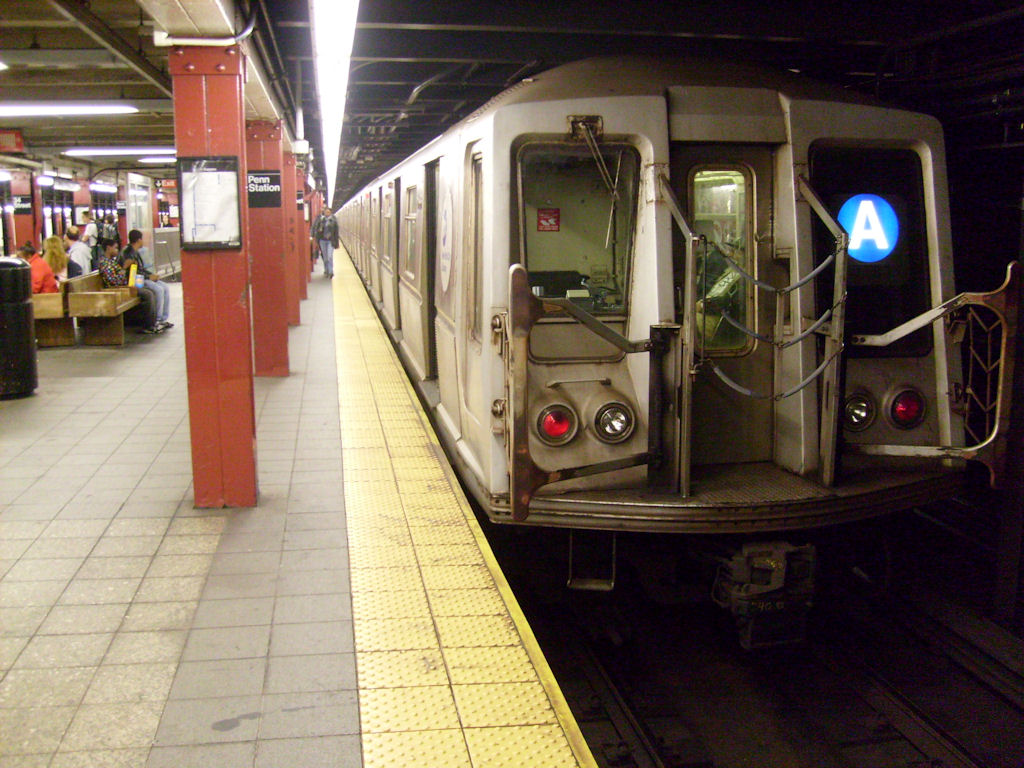 (192k, 1024x768)<br><b>Country:</b> United States<br><b>City:</b> New York<br><b>System:</b> New York City Transit<br><b>Line:</b> IND 8th Avenue Line<br><b>Location:</b> 34th Street/Penn Station <br><b>Route:</b> A<br><b>Car:</b> R-40 (St. Louis, 1968)   <br><b>Photo by:</b> Oswaldo C.<br><b>Date:</b> 11/15/2008<br><b>Viewed (this week/total):</b> 0 / 1998