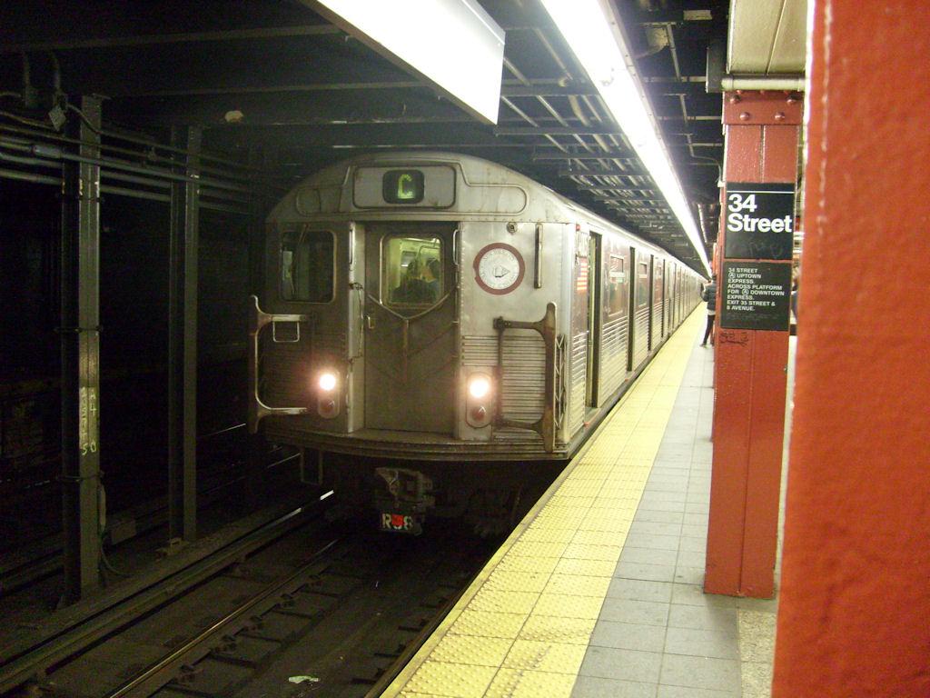 (186k, 1024x768)<br><b>Country:</b> United States<br><b>City:</b> New York<br><b>System:</b> New York City Transit<br><b>Line:</b> IND 8th Avenue Line<br><b>Location:</b> 34th Street/Penn Station <br><b>Route:</b> C<br><b>Car:</b> R-38 (St. Louis, 1966-1967)   <br><b>Photo by:</b> Oswaldo C.<br><b>Date:</b> 11/15/2008<br><b>Viewed (this week/total):</b> 0 / 1968
