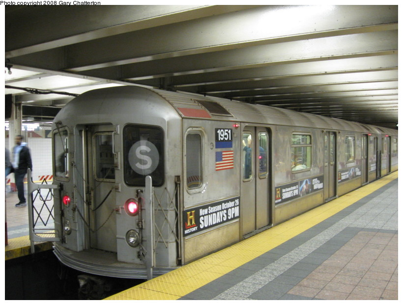 (132k, 820x620)<br><b>Country:</b> United States<br><b>City:</b> New York<br><b>System:</b> New York City Transit<br><b>Line:</b> IRT Times Square-Grand Central Shuttle<br><b>Location:</b> Grand Central <br><b>Route:</b> S<br><b>Car:</b> R-62A (Bombardier, 1984-1987)  1951 <br><b>Photo by:</b> Gary Chatterton<br><b>Date:</b> 11/5/2008<br><b>Viewed (this week/total):</b> 4 / 1747
