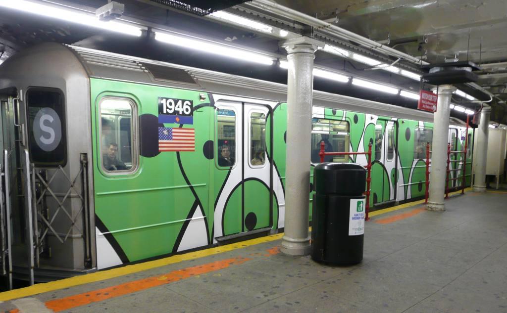 (91k, 1024x633)<br><b>Country:</b> United States<br><b>City:</b> New York<br><b>System:</b> New York City Transit<br><b>Line:</b> IRT Times Square-Grand Central Shuttle<br><b>Location:</b> Grand Central <br><b>Route:</b> S<br><b>Car:</b> R-62A (Bombardier, 1984-1987)  1946 <br><b>Photo by:</b> Robbie Rosenfeld<br><b>Date:</b> 11/12/2008<br><b>Viewed (this week/total):</b> 0 / 2226