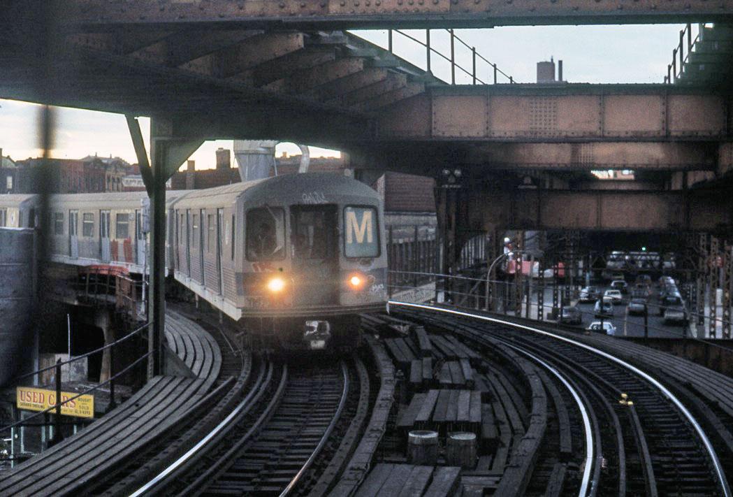 (173k, 1049x711)<br><b>Country:</b> United States<br><b>City:</b> New York<br><b>System:</b> New York City Transit<br><b>Line:</b> BMT Myrtle Avenue Line<br><b>Location:</b> Myrtle-Broadway Connecting Track <br><b>Route:</b> M<br><b>Car:</b> R-42 (St. Louis, 1969-1970)   <br><b>Photo by:</b> Todd Glickman<br><b>Date:</b> 1976<br><b>Notes:</b> M train entering Myrtle el from Myrtle/Broadway.<br><b>Viewed (this week/total):</b> 0 / 4129