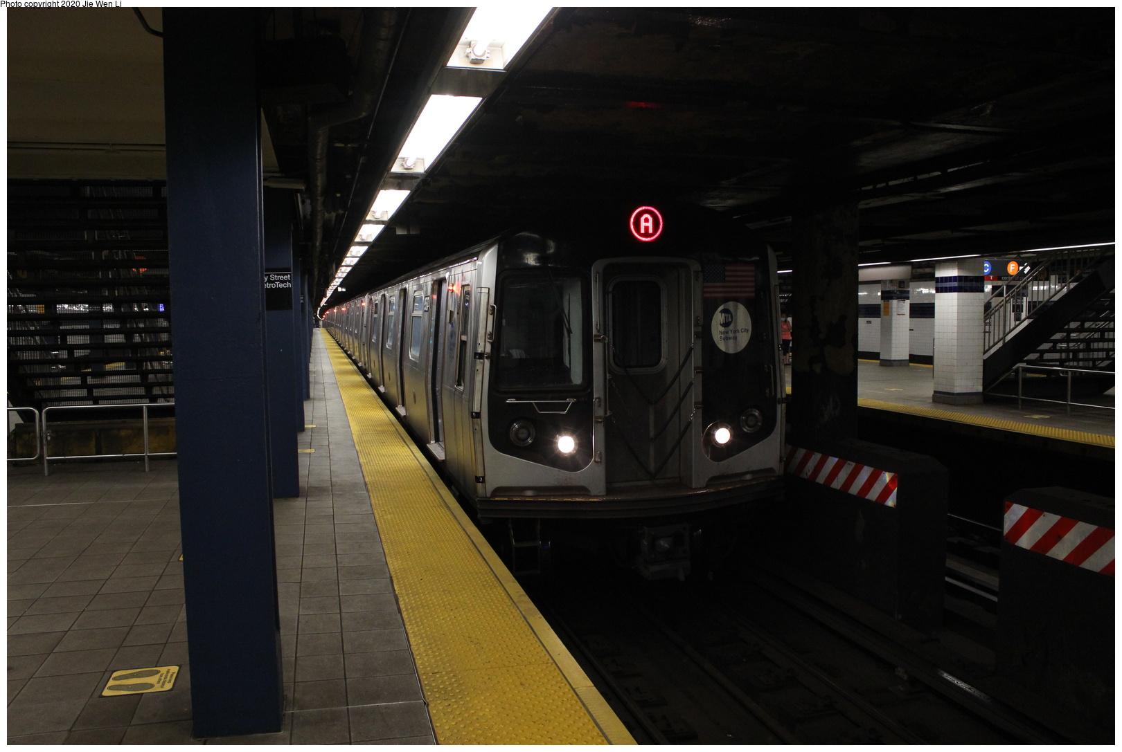 (223k, 1044x1013)<br><b>Country:</b> United States<br><b>City:</b> New York<br><b>System:</b> New York City Transit<br><b>Line:</b> IRT White Plains Road Line<br><b>Location:</b> East 180th Street <br><b>Car:</b> Low-V  <br><b>Photo by:</b> Joel Shanus<br><b>Viewed (this week/total):</b> 0 / 1245