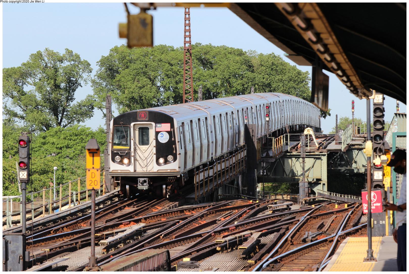 (432k, 1044x1037)<br><b>Country:</b> United States<br><b>City:</b> New York<br><b>System:</b> New York City Transit<br><b>Car:</b> Low-V  <br><b>Photo by:</b> Joel Shanus<br><b>Notes:</b> Dyre/NYW&B line south of E180th.<br><b>Viewed (this week/total):</b> 0 / 1987