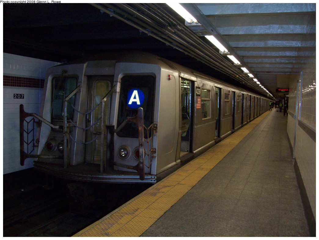 (186k, 1044x788)<br><b>Country:</b> United States<br><b>City:</b> New York<br><b>System:</b> New York City Transit<br><b>Line:</b> IND 8th Avenue Line<br><b>Location:</b> 207th Street <br><b>Route:</b> A<br><b>Car:</b> R-40 (St. Louis, 1968)  4339 <br><b>Photo by:</b> Glenn L. Rowe<br><b>Date:</b> 11/24/2008<br><b>Viewed (this week/total):</b> 0 / 1657
