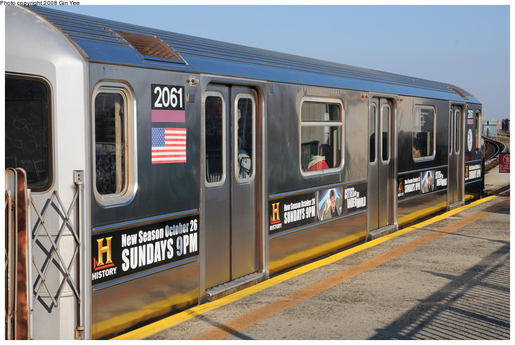 (273k, 1044x700)<br><b>Country:</b> United States<br><b>City:</b> New York<br><b>System:</b> New York City Transit<br><b>Line:</b> IRT Flushing Line<br><b>Location:</b> 103rd Street/Corona Plaza <br><b>Route:</b> 7<br><b>Car:</b> R-62A (Bombardier, 1984-1987)  2061 <br><b>Photo by:</b> Gin Yee<br><b>Date:</b> 11/28/2008<br><b>Viewed (this week/total):</b> 3 / 1908