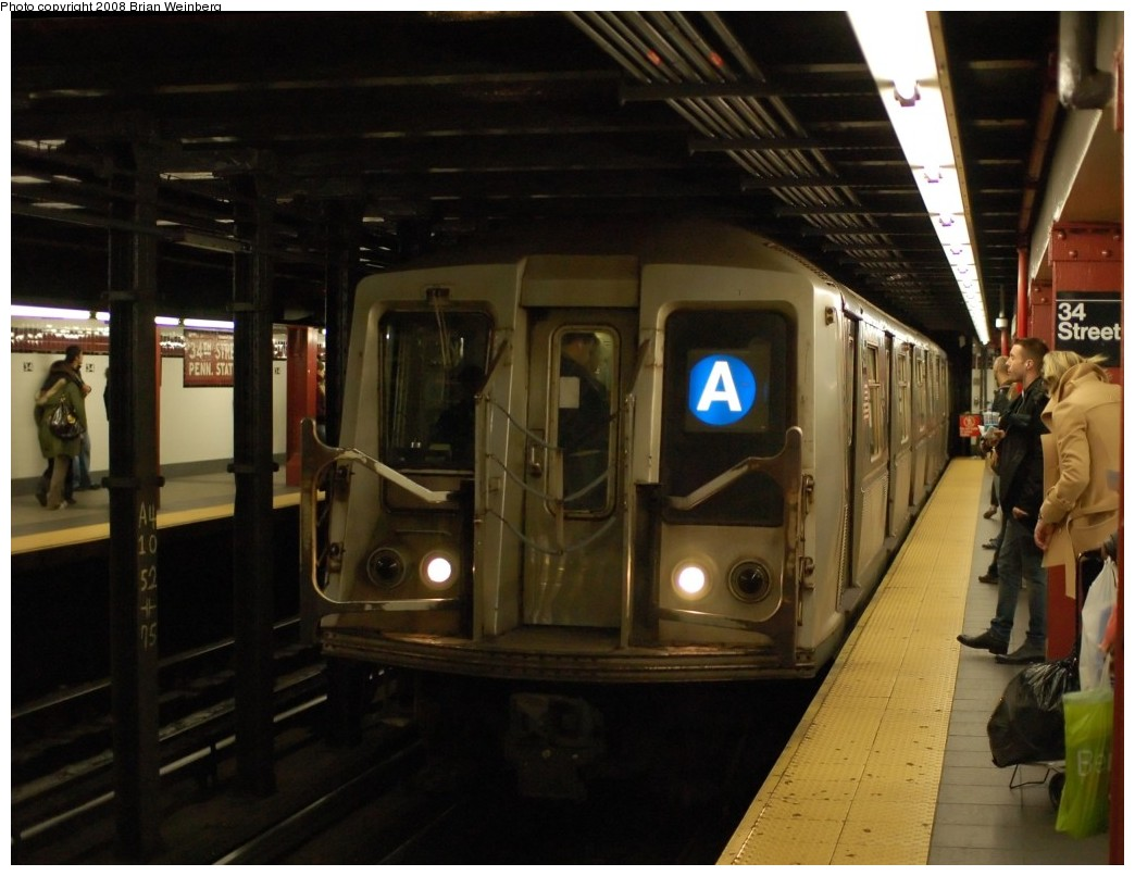 (226k, 1044x806)<br><b>Country:</b> United States<br><b>City:</b> New York<br><b>System:</b> New York City Transit<br><b>Line:</b> IND 8th Avenue Line<br><b>Location:</b> 34th Street/Penn Station <br><b>Route:</b> A<br><b>Car:</b> R-40 (St. Louis, 1968)  4330 <br><b>Photo by:</b> Brian Weinberg<br><b>Date:</b> 11/25/2008<br><b>Viewed (this week/total):</b> 1 / 1939