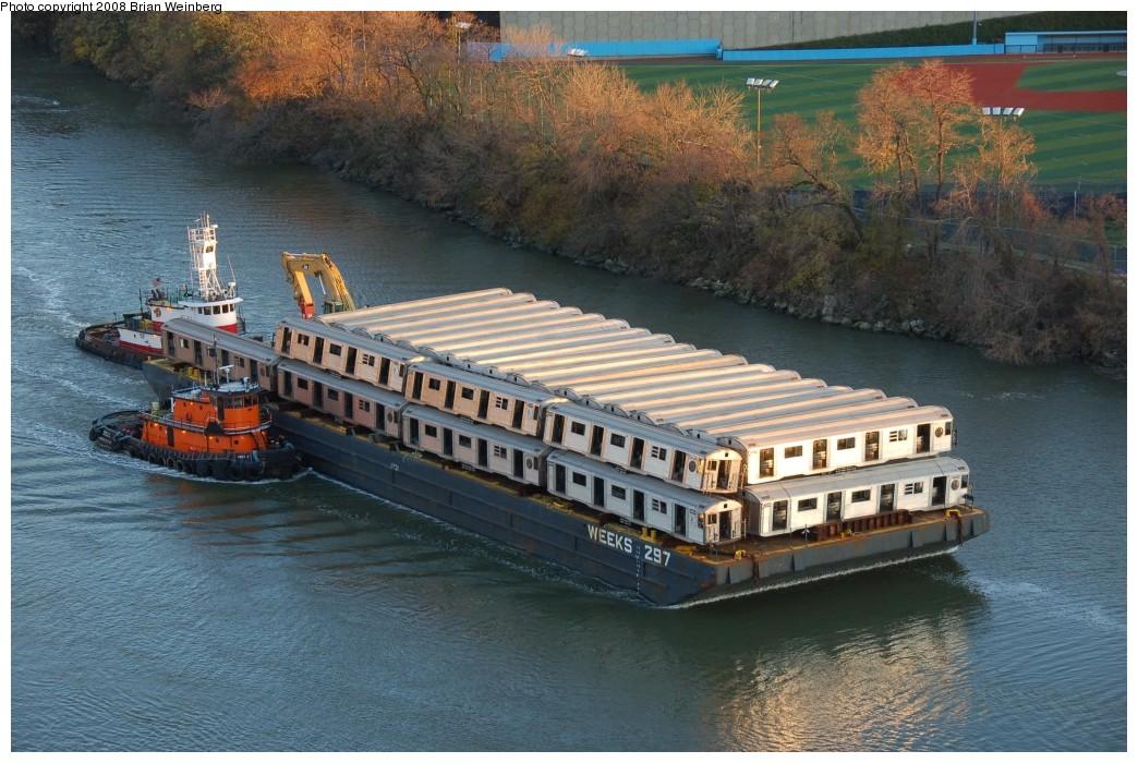 (282k, 1044x700)<br><b>Country:</b> United States<br><b>City:</b> New York<br><b>System:</b> New York City Transit<br><b>Location:</b> Harlem River Ship Canal<br><b>Car:</b> R-32 (Budd, 1964)   <br><b>Photo by:</b> Brian Weinberg<br><b>Date:</b> 11/21/2008<br><b>Viewed (this week/total):</b> 0 / 2127