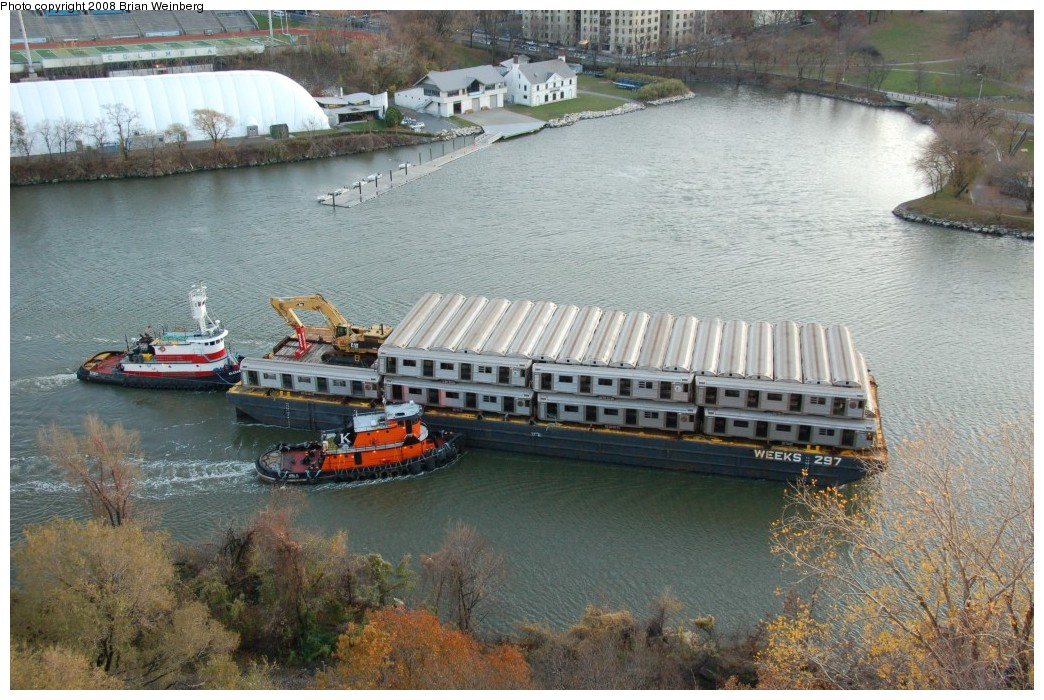 (294k, 1044x700)<br><b>Country:</b> United States<br><b>City:</b> New York<br><b>System:</b> New York City Transit<br><b>Location:</b> Harlem River Ship Canal<br><b>Car:</b> R-32 (Budd, 1964)   <br><b>Photo by:</b> Brian Weinberg<br><b>Date:</b> 11/21/2008<br><b>Viewed (this week/total):</b> 0 / 1660
