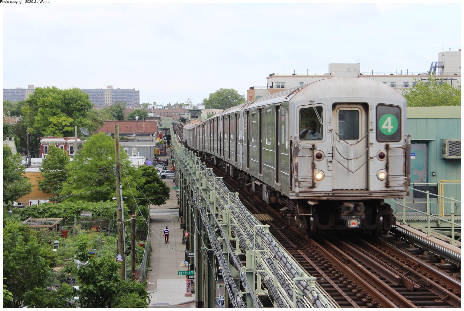 (267k, 1044x726)<br><b>Country:</b> United States<br><b>City:</b> New York<br><b>System:</b> New York City Transit<br><b>Line:</b> BMT Myrtle Avenue Line<br><b>Location:</b> Metropolitan Avenue <br><b>Car:</b> BMT Multi  <br><b>Photo by:</b> Joel Shanus<br><b>Viewed (this week/total):</b> 3 / 2765