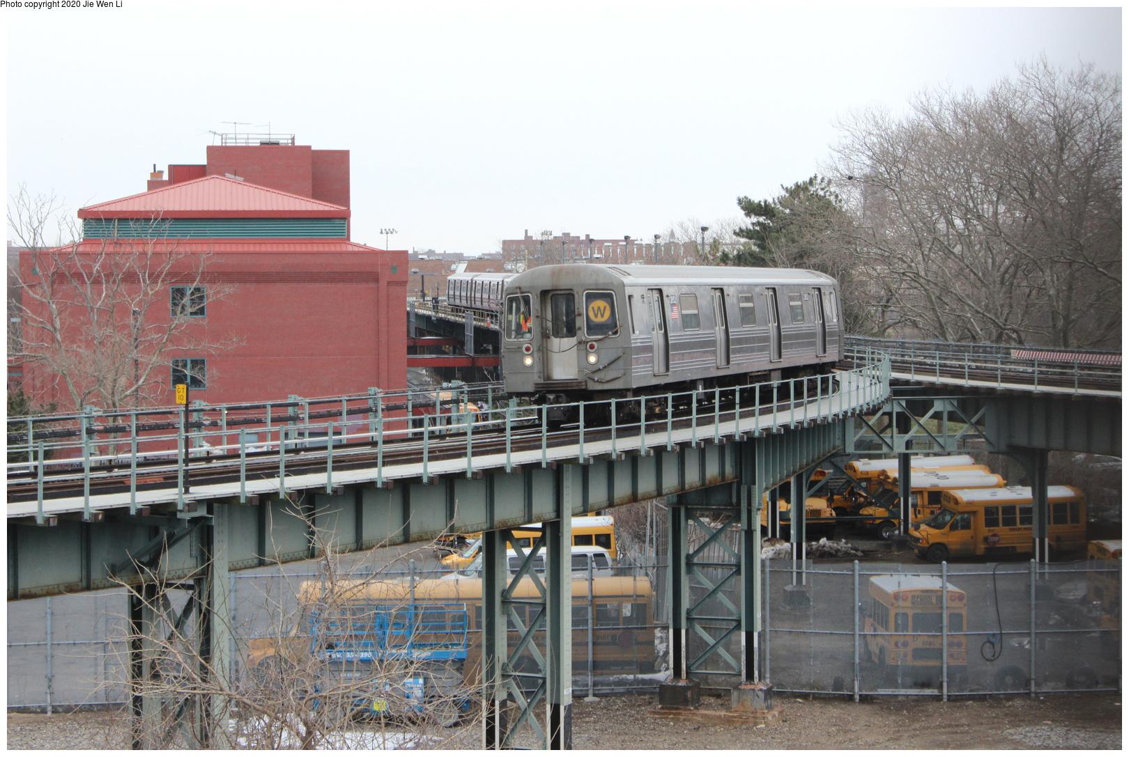 (220k, 1044x691)<br><b>Country:</b> United States<br><b>City:</b> New York<br><b>System:</b> New York City Transit<br><b>Line:</b> IRT White Plains Road Line<br><b>Location:</b> East 180th Street <br><b>Car:</b> Manhattan El  <br><b>Photo by:</b> Joel Shanus<br><b>Viewed (this week/total):</b> 5 / 3696