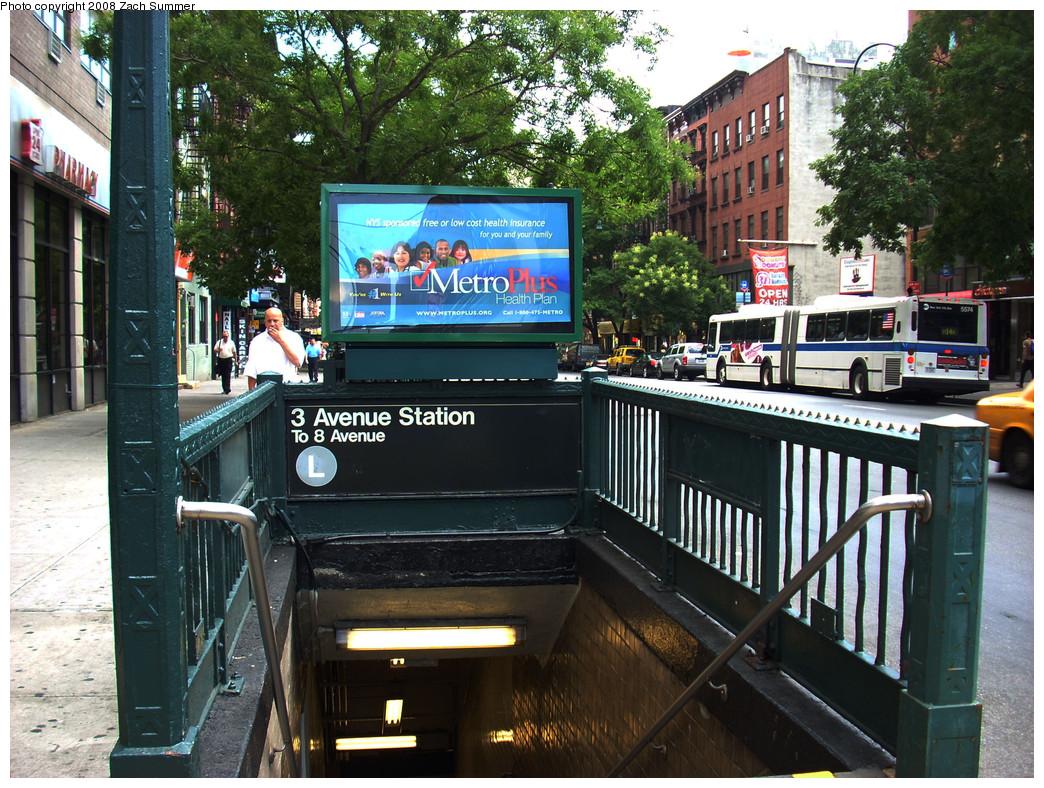 (375k, 1044x788)<br><b>Country:</b> United States<br><b>City:</b> New York<br><b>System:</b> New York City Transit<br><b>Line:</b> BMT Canarsie Line<br><b>Location:</b> 3rd Avenue <br><b>Photo by:</b> Zach Summer<br><b>Date:</b> 8/5/2008<br><b>Notes:</b> Station entrance.<br><b>Viewed (this week/total):</b> 3 / 2362