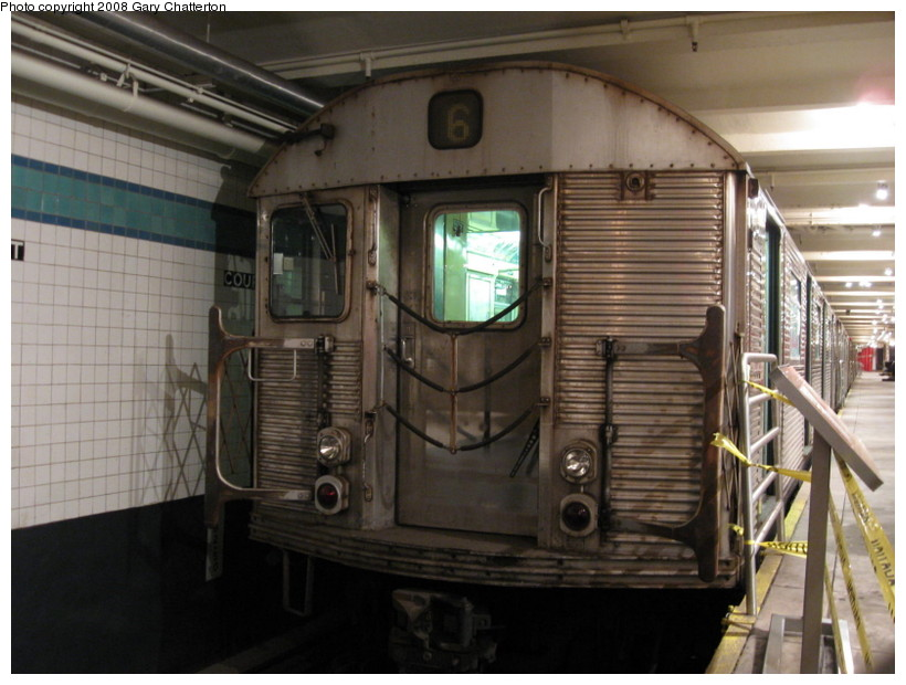(128k, 820x620)<br><b>Country:</b> United States<br><b>City:</b> New York<br><b>System:</b> New York City Transit<br><b>Location:</b> New York Transit Museum<br><b>Car:</b> R-32 (Budd, 1964)  3353 <br><b>Photo by:</b> Gary Chatterton<br><b>Date:</b> 11/19/2008<br><b>Viewed (this week/total):</b> 1 / 2436