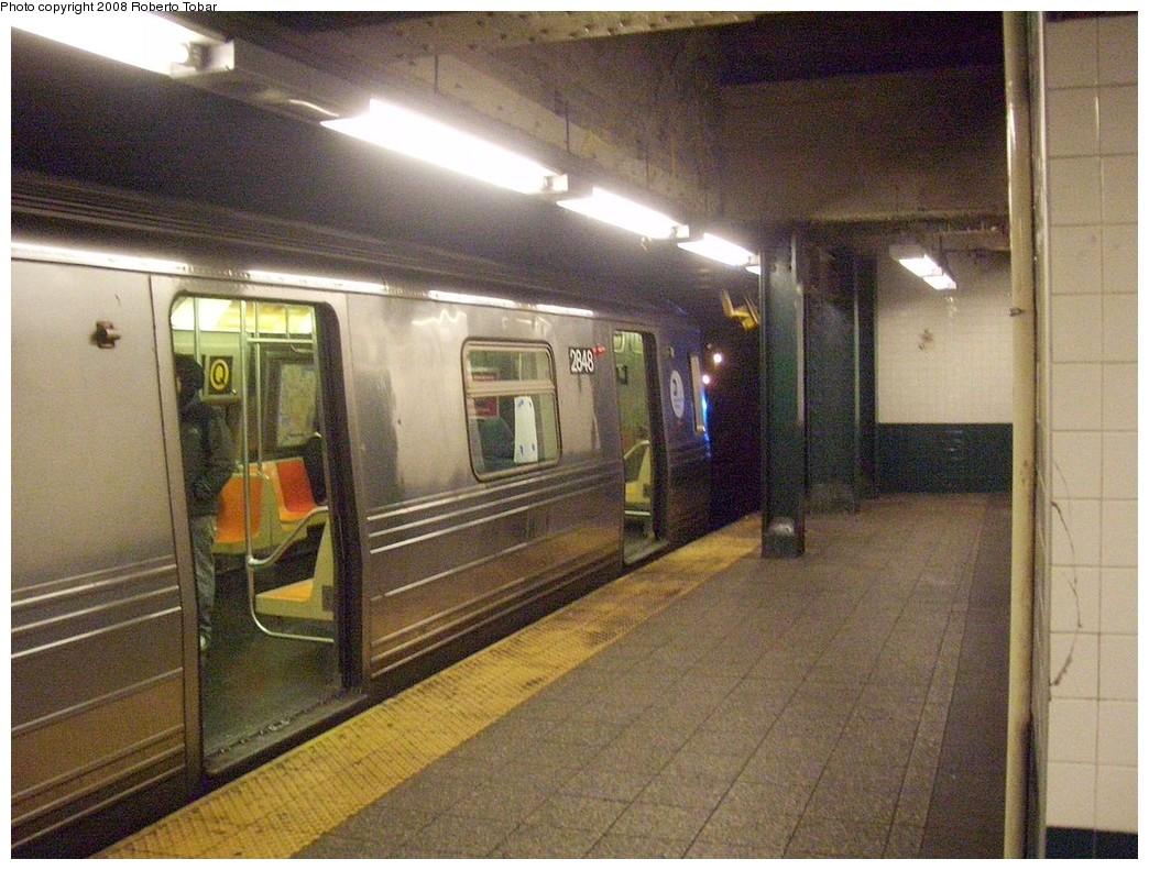 (250k, 1044x791)<br><b>Country:</b> United States<br><b>City:</b> New York<br><b>System:</b> New York City Transit<br><b>Line:</b> BMT Broadway Line<br><b>Location:</b> Canal Street (Manhattan Bridge Branch) <br><b>Route:</b> Q<br><b>Car:</b> R-68 (Westinghouse-Amrail, 1986-1988)  2848 <br><b>Photo by:</b> Roberto C. Tobar<br><b>Date:</b> 12/3/2008<br><b>Viewed (this week/total):</b> 0 / 2735