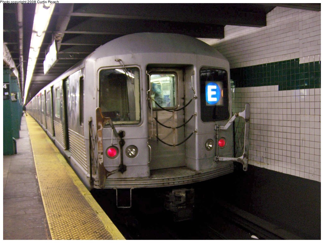 (203k, 1044x783)<br><b>Country:</b> United States<br><b>City:</b> New York<br><b>System:</b> New York City Transit<br><b>Line:</b> IND 8th Avenue Line<br><b>Location:</b> West 4th Street/Washington Square <br><b>Route:</b> E<br><b>Car:</b> R-42 (St. Louis, 1969-1970)  4675 <br><b>Photo by:</b> Curtis Roach<br><b>Date:</b> 12/7/2008<br><b>Viewed (this week/total):</b> 4 / 1556