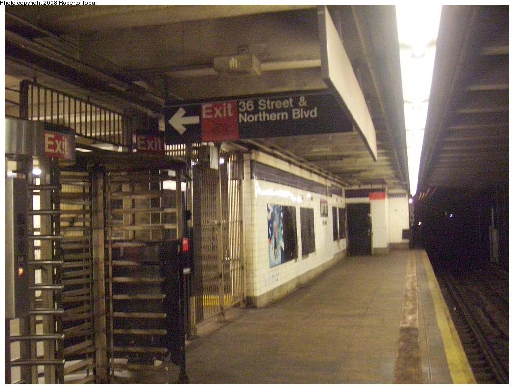 (256k, 1044x791)<br><b>Country:</b> United States<br><b>City:</b> New York<br><b>System:</b> New York City Transit<br><b>Line:</b> IND Queens Boulevard Line<br><b>Location:</b> 36th Street <br><b>Photo by:</b> Roberto C. Tobar<br><b>Date:</b> 12/20/2008<br><b>Viewed (this week/total):</b> 5 / 1653